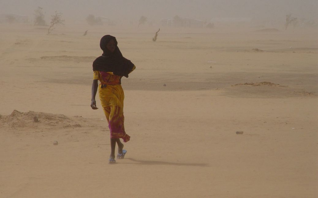 Solitary-woman-eastern-Chad2